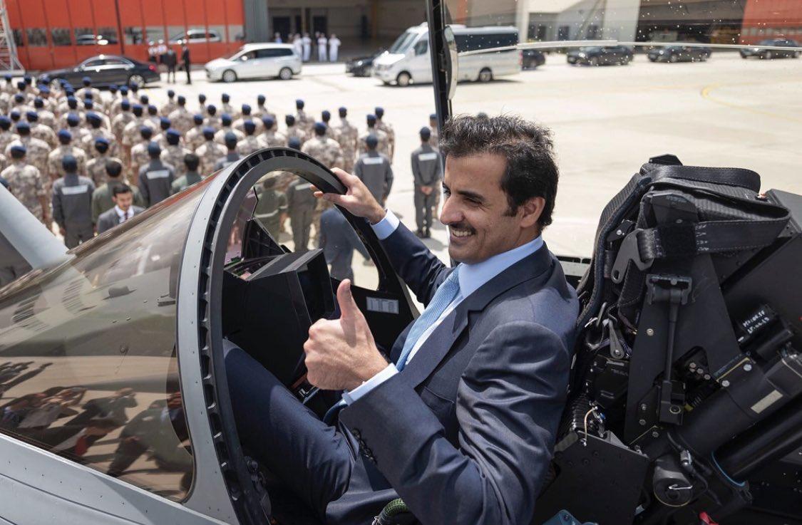 صورة أمير قطر يزور مبنى سرب الرافال القطري في فرنسا