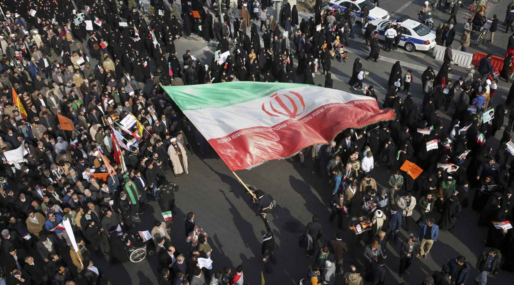 صورة ايران.. بين مطرقة العقوبات الأجنبية وسندان الغضب الداخلي