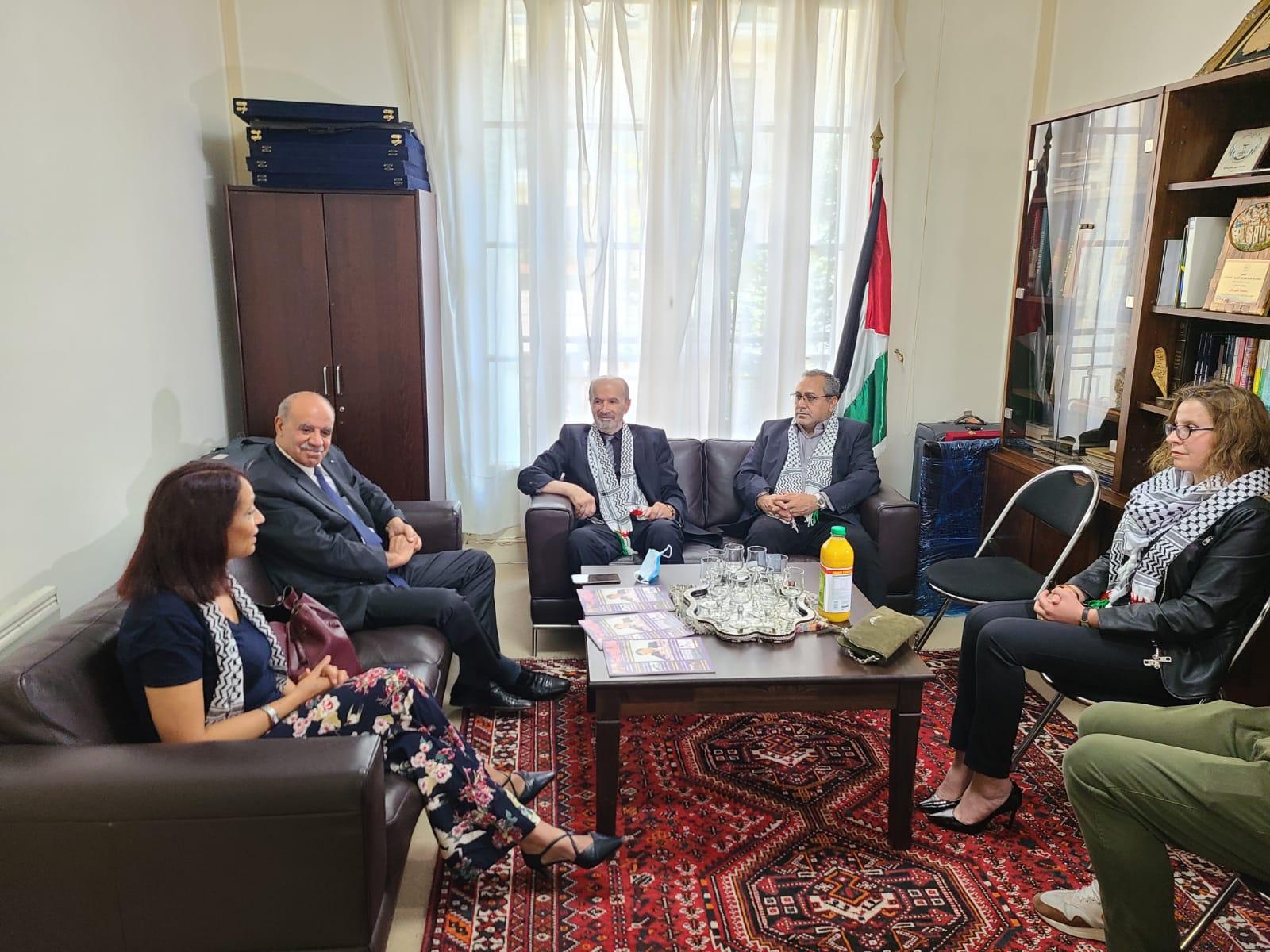 وفد إعلامي عربي بسفارة فلسطين بباريس